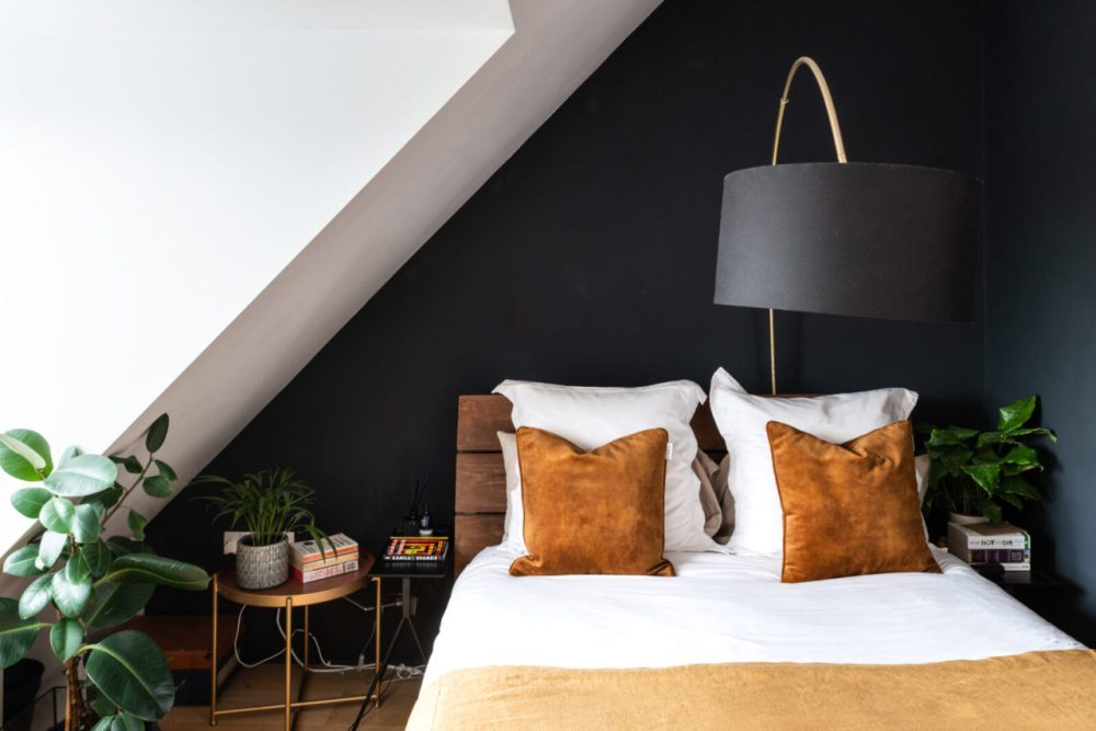 Leaning arc lamp in small bedroom